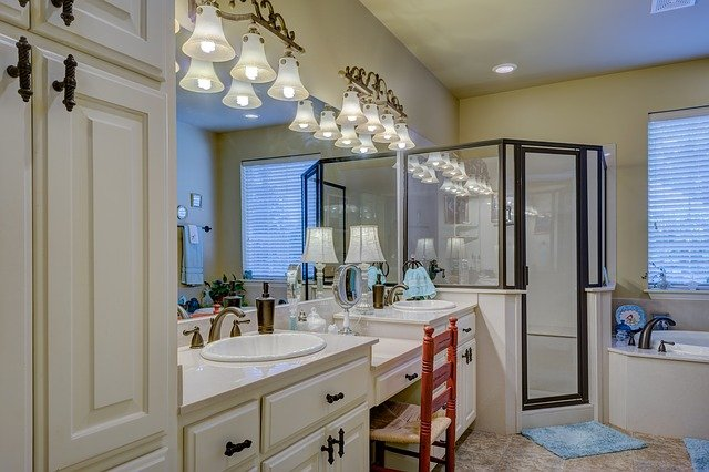 Pourquoi choisir le teck pour ses meubles de douche?