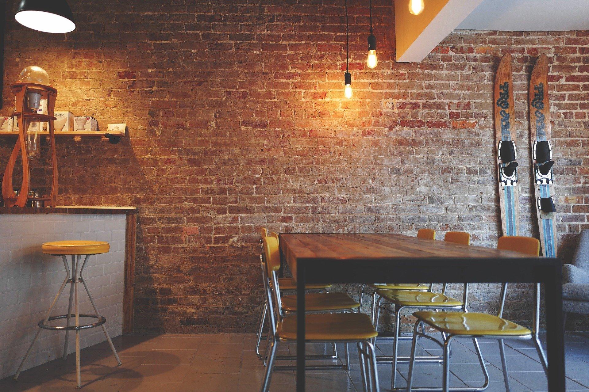 Comment aménager un restaurant en adoptant le style industriel ?